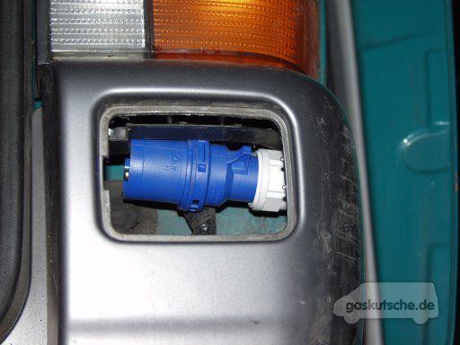 tipps tricks basteleien 220 volt im bus vom stecker. Black Bedroom Furniture Sets. Home Design Ideas
